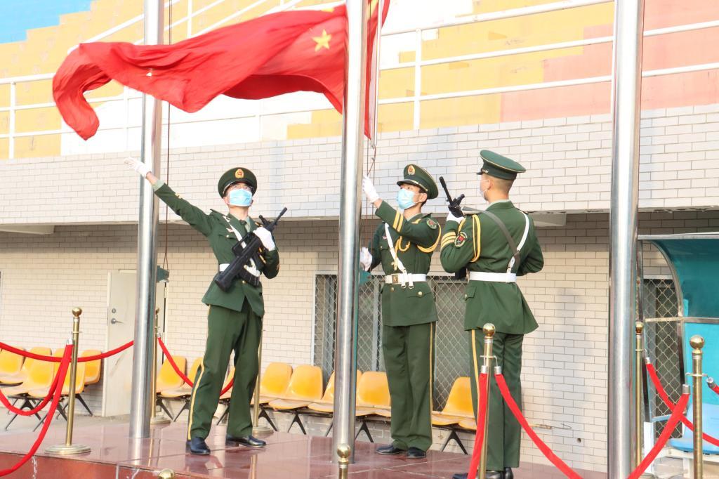 学校举行复学后首次升旗仪式